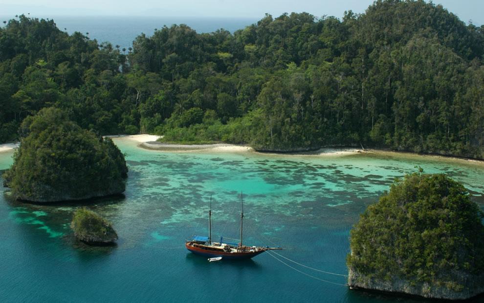 Lake Toba, North Sumatra, World's Largest Caldera Lake & the Site of the Toba Supervolcano that created the Ice Age