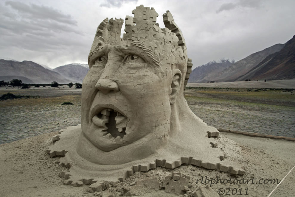 Puzzled sand sculpture