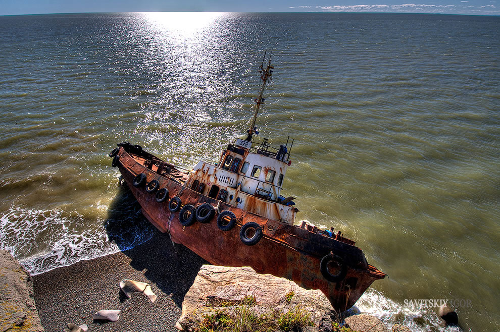 Hauntingly beautiful shipwreck on the Okhotsk Sea, Tungusskaya Bay