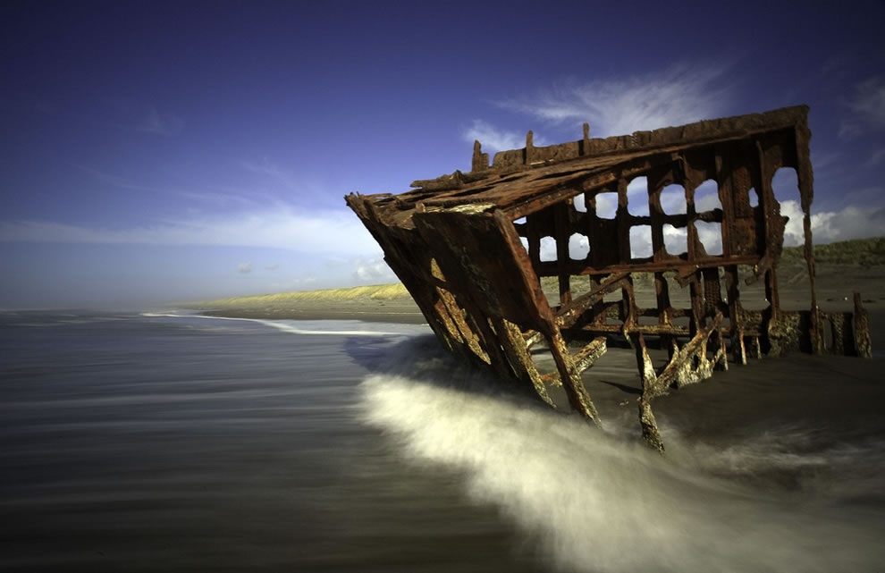 Decaying bones of the Peter Iredale shipwreck on the shore of Oregon