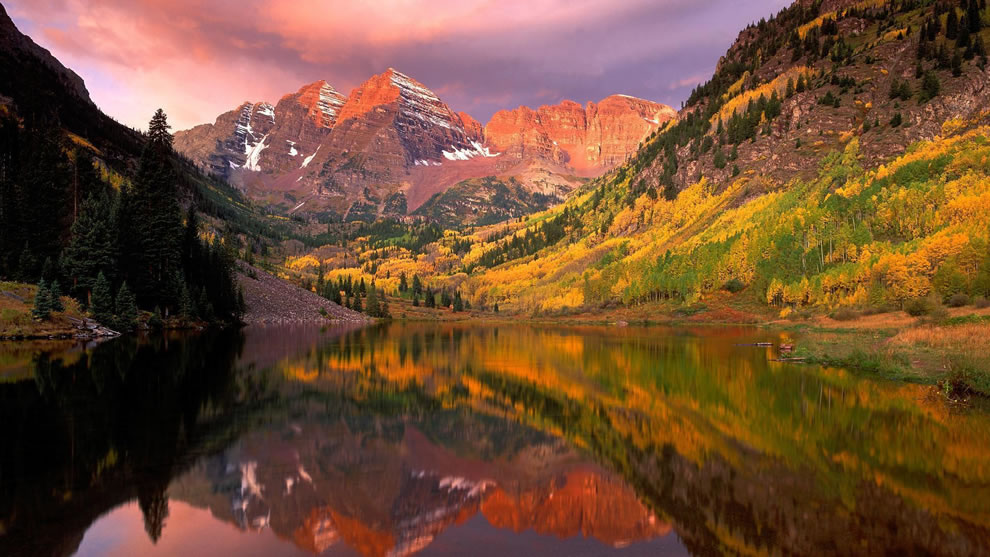 Mountains, lake and autumn Picturesque Aspen, Colorado, combines every fall hue imaginable in autumn