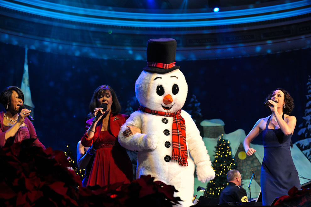 Singers from the U. S. Army Band 'Pershing's Own' perform holiday songs with Frosty the Snowma