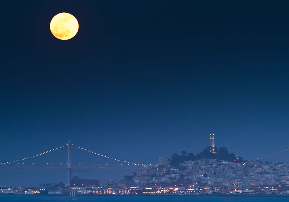 Red moon Supermoon over San Francisco