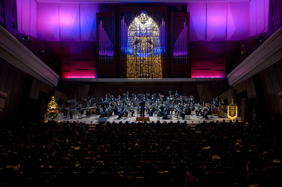 The holiday concert was held in celebration of the holiday season and the 50th Anniversary of the Japan-U.S. Security Treaty