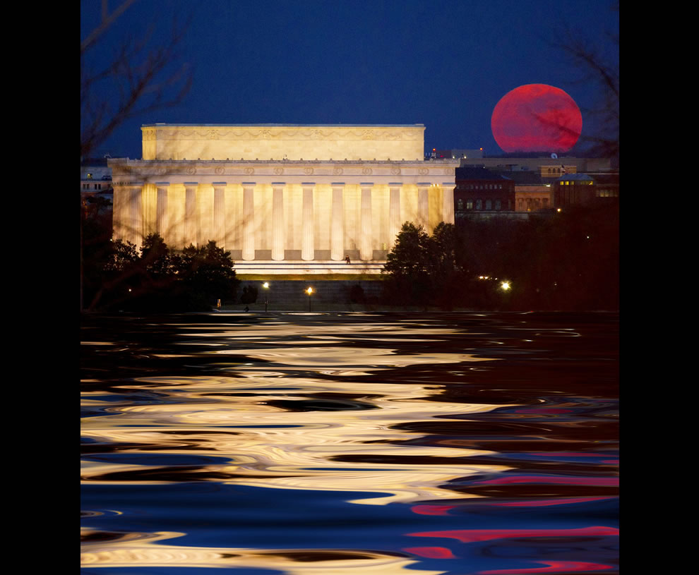 full moon rising near the Lincoln Memorial in Washington, DC