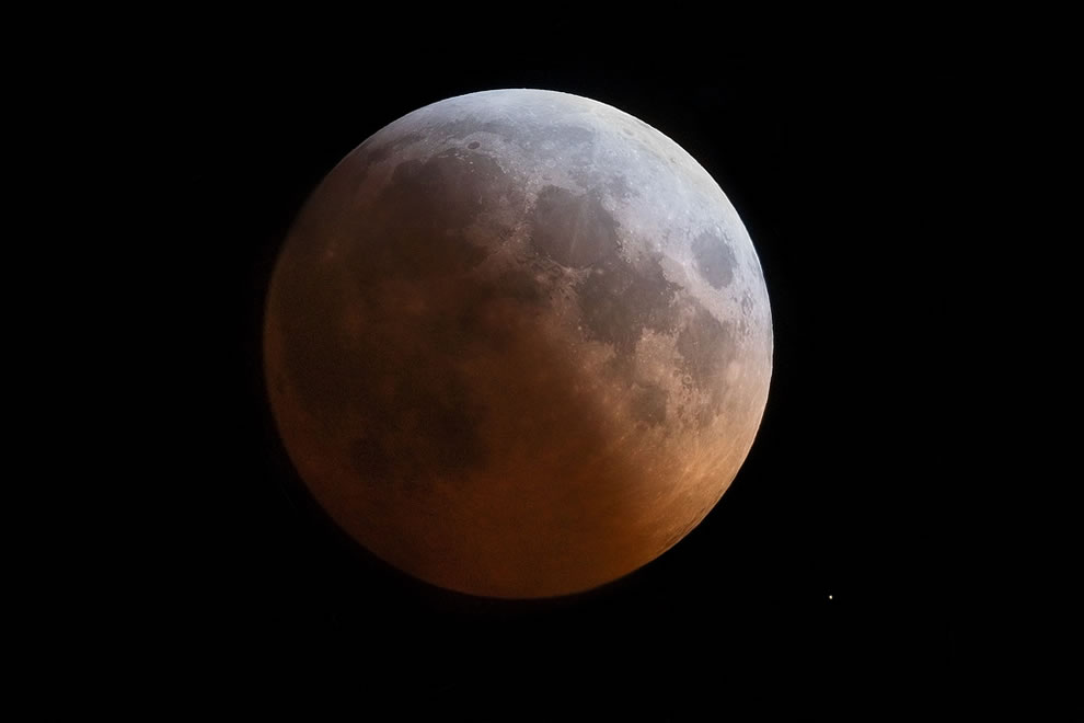 lunar eclipse with star
