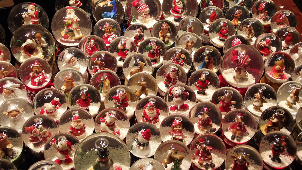 A field of wee snowglobe Christmas decorations