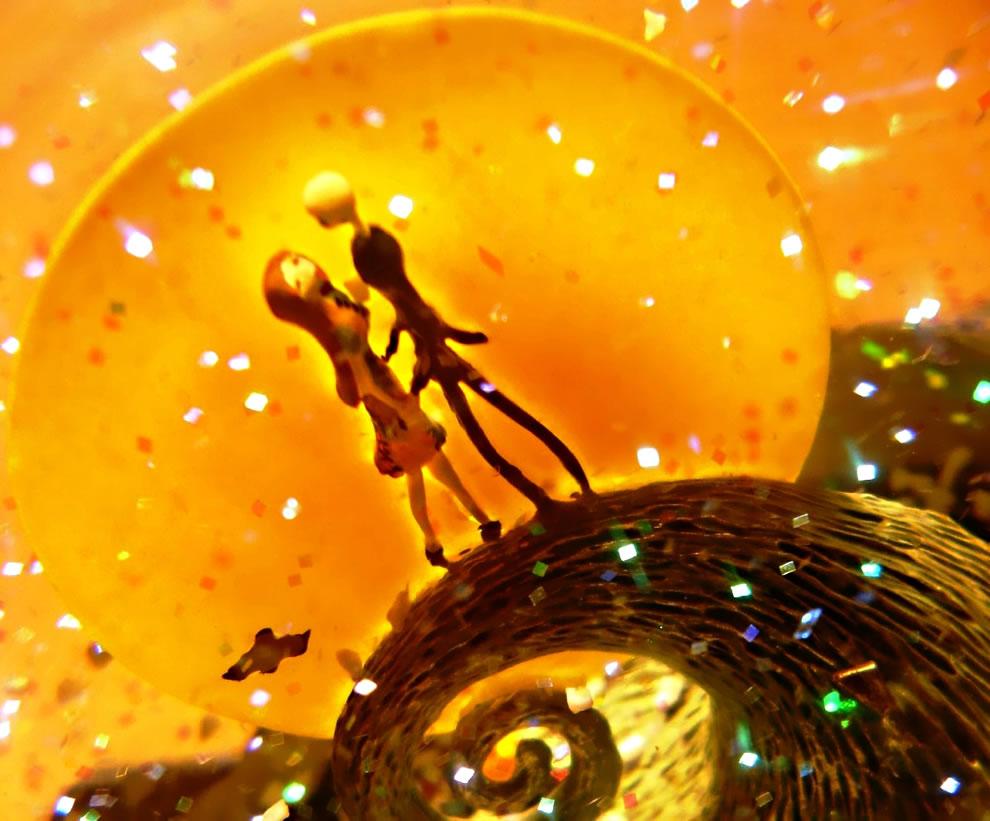 Lovers in Nightmare Before Christmas snow globe