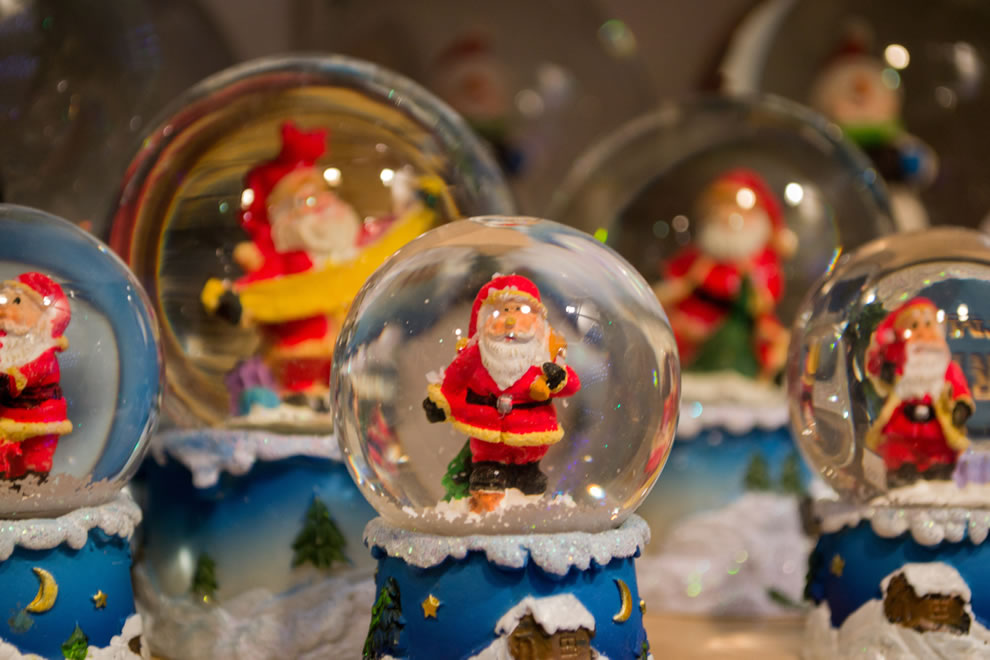 Santa Claus glass snow balls