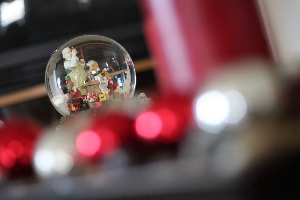 Touches of Christmas Snowglobe