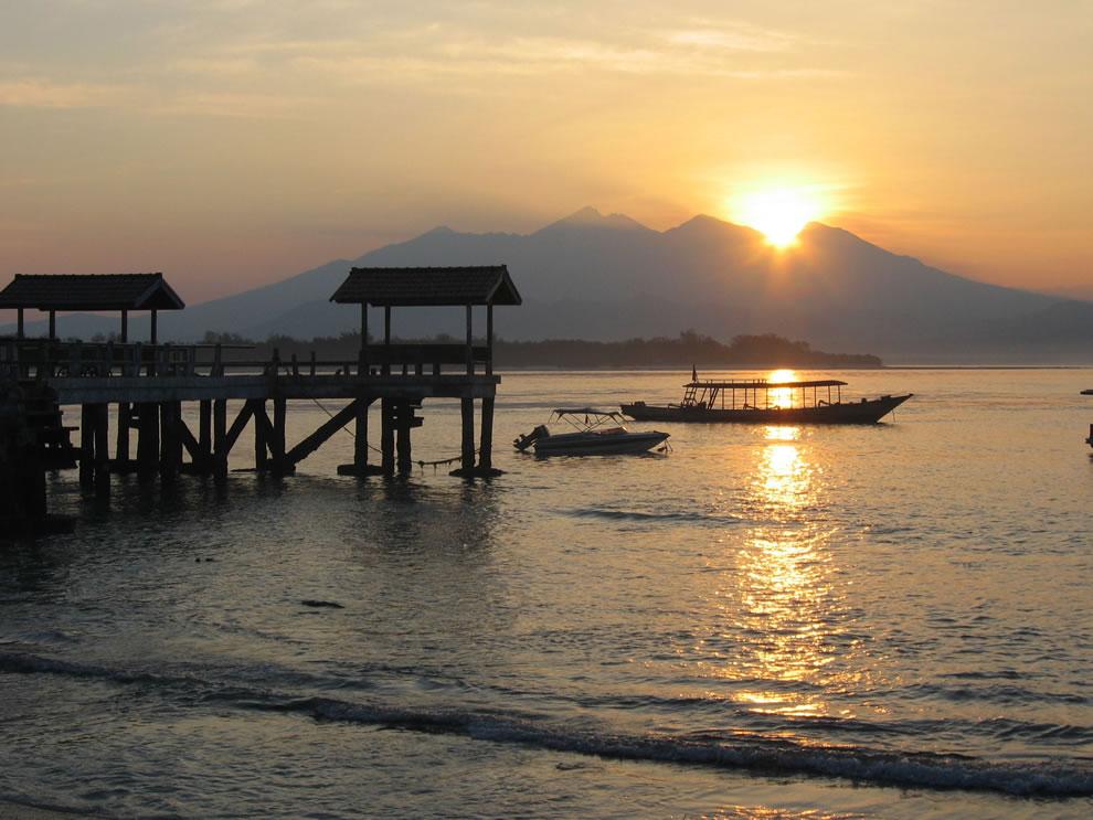 #9 highest point on islands, Sunrise on Gili Trwangan with view of Mount Rinjani, Lombok, Indonesia