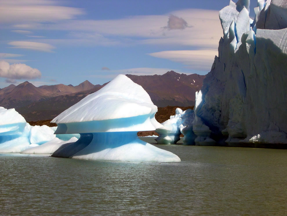 Close to Upsala glacier some icebergs