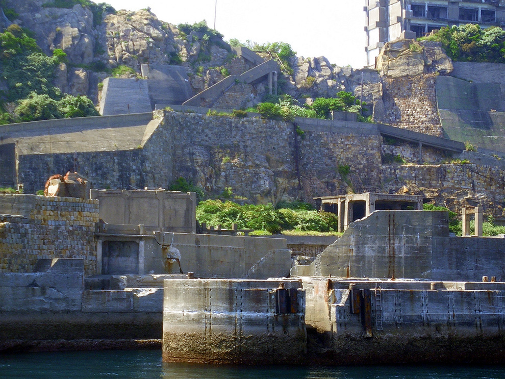 Gunkanjima, abandoned island in James Bond Skyfall