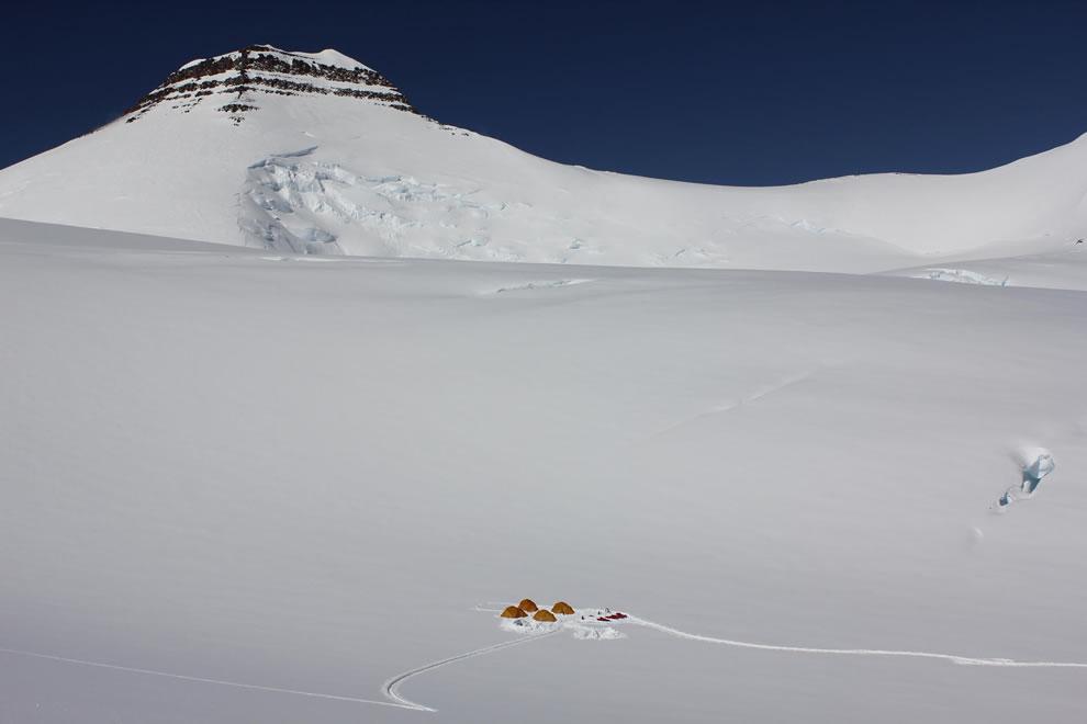 unnbjørn Fjeld, or  Gunnbjørn, 12,119 ft (3,694 m) is the highest point on Greenland, ranking it as #11 in highest point on islands worldwide