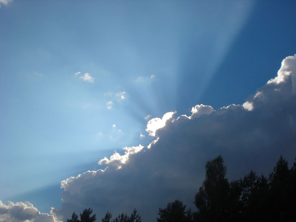 Heart-shaped cloud with bright light rays