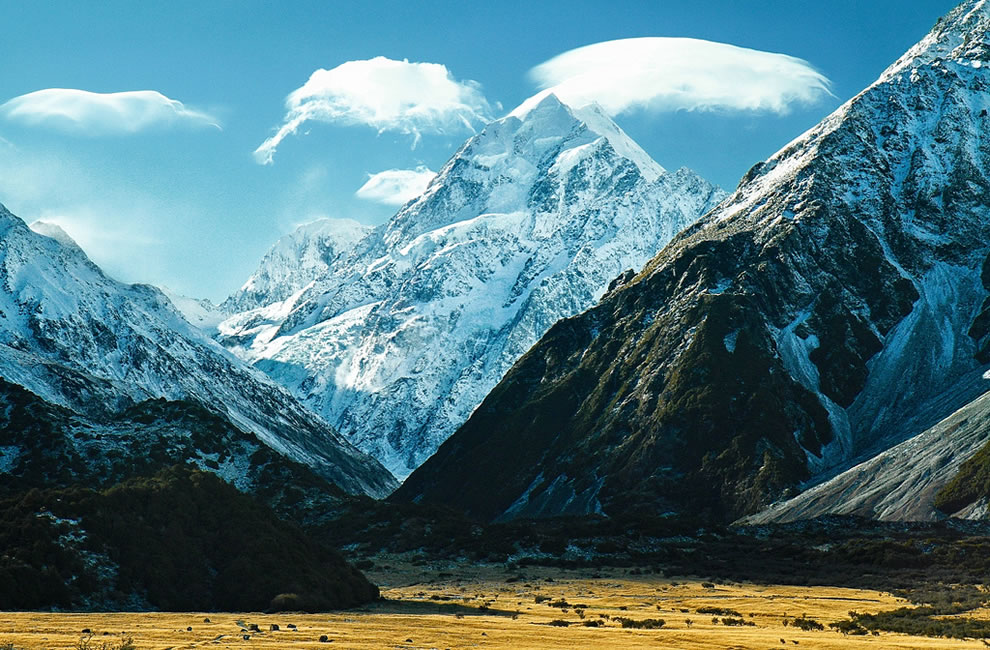 Lenticular clouds over the summit of Aoraki/Mount Cook, the highest mountain in New Zealand