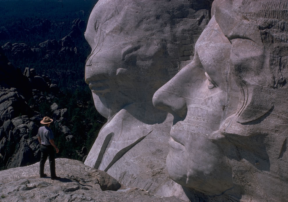 MORU Mount Rushmore National Park ranger with Washington and Jefferson