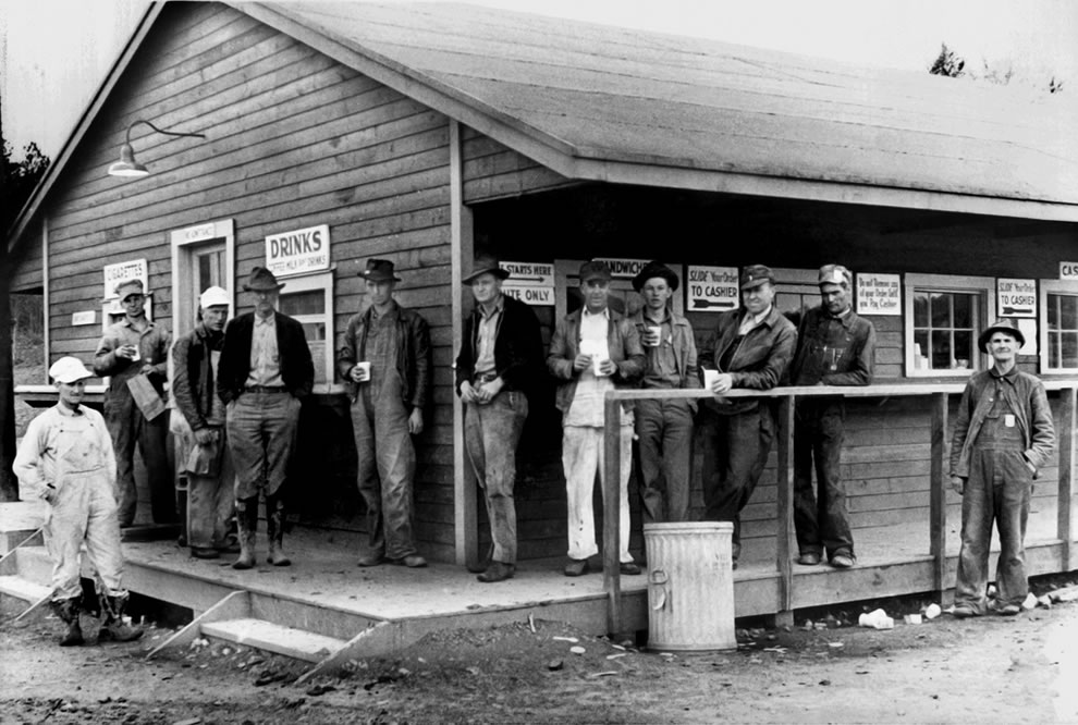April 1944 workers on break at Oak Ridge Store
