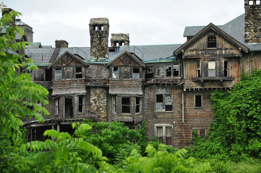Crumbling Bennett College for women in Millbrook, NY