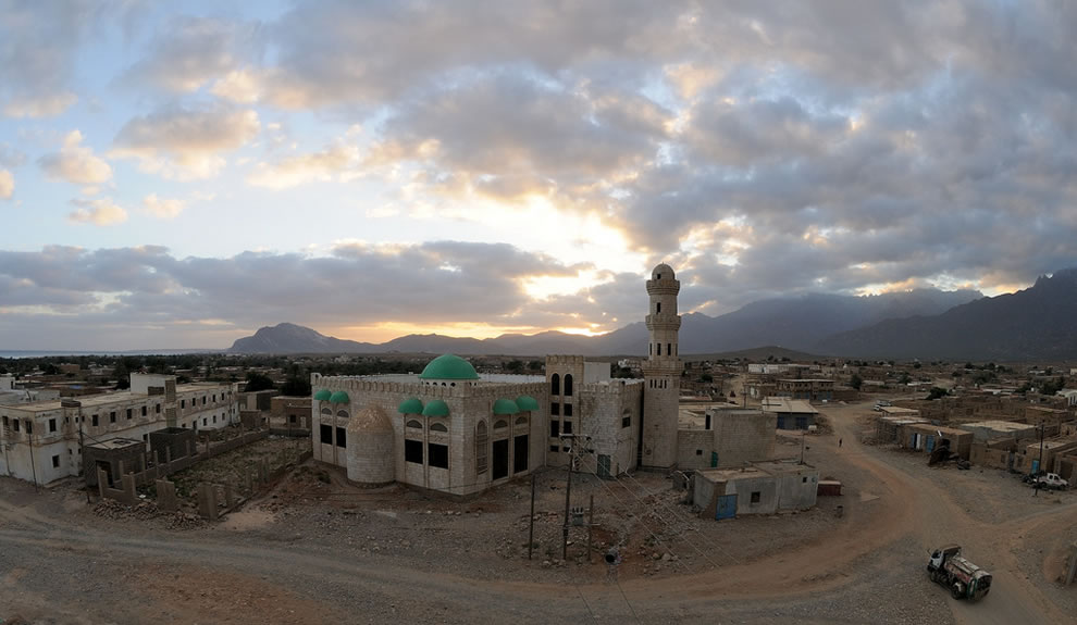 Hadibu, biggest town, main mosque at dawn