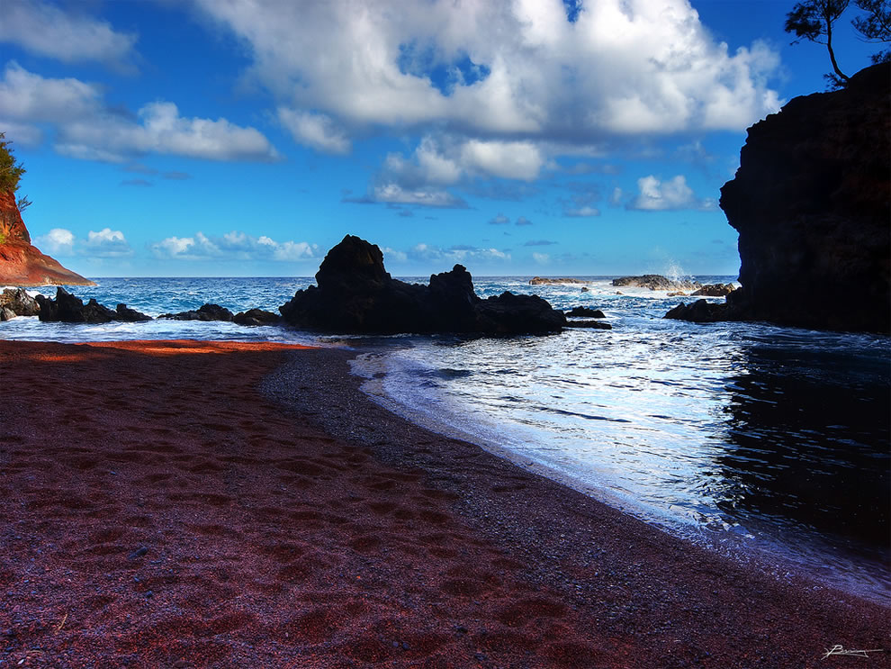 Hidden treasure, red sands of Kaihalulu Bay in Maui