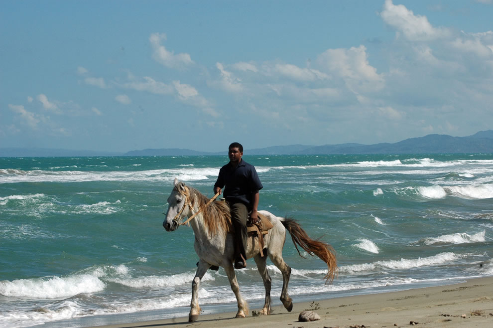 Horse and rider, rough seas, Republica Dominicana