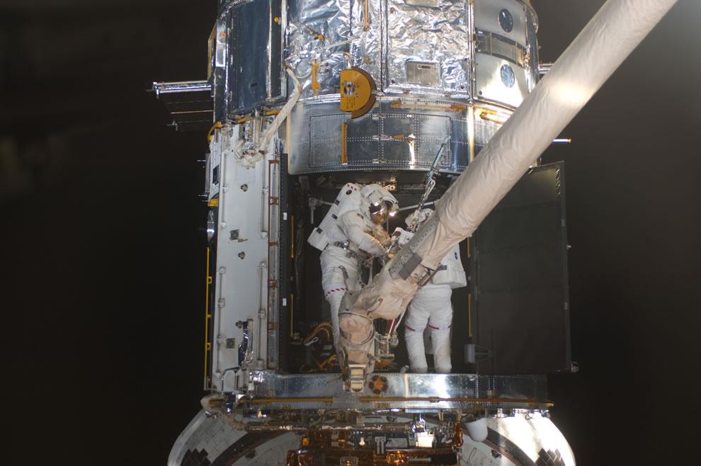 STS-125 EVA4 Working inside Hubble