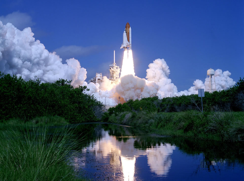 Atlantis lifts off into a clear blue Florida sky in September 2006