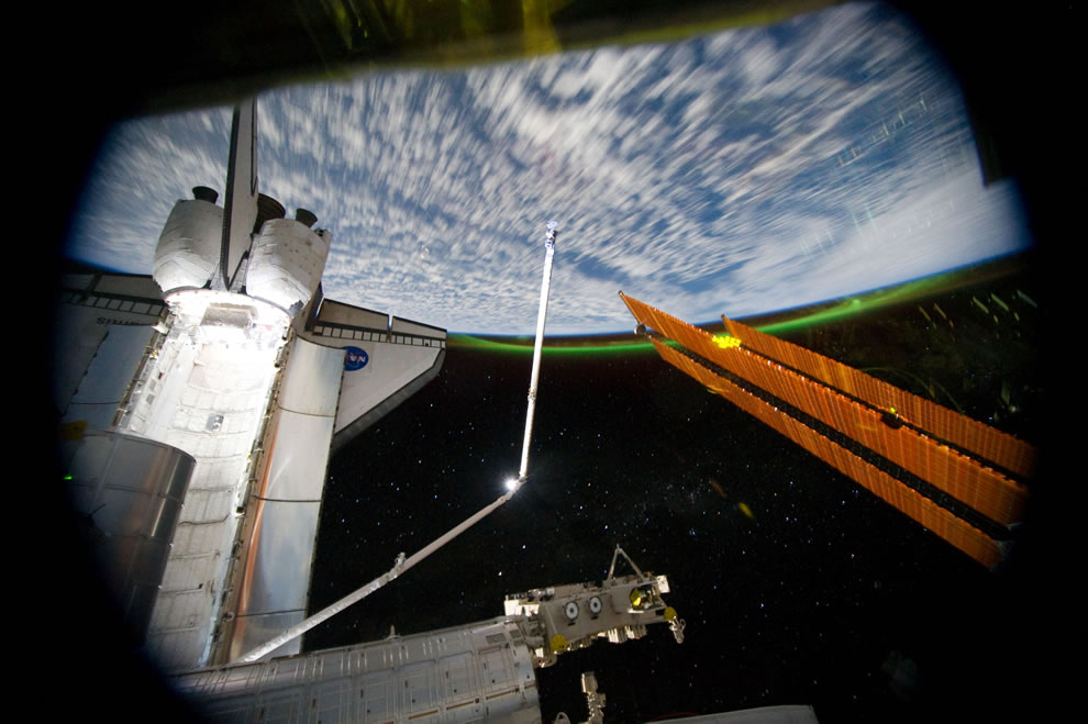 STS-135 Atlantis and Southern Lights