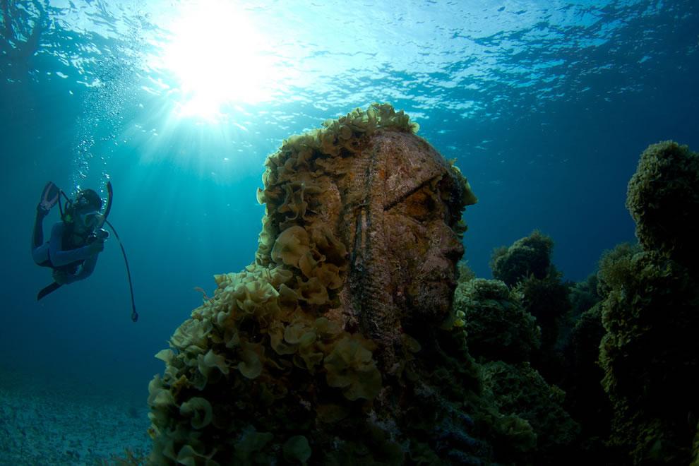MUSA underwater statues in 2011