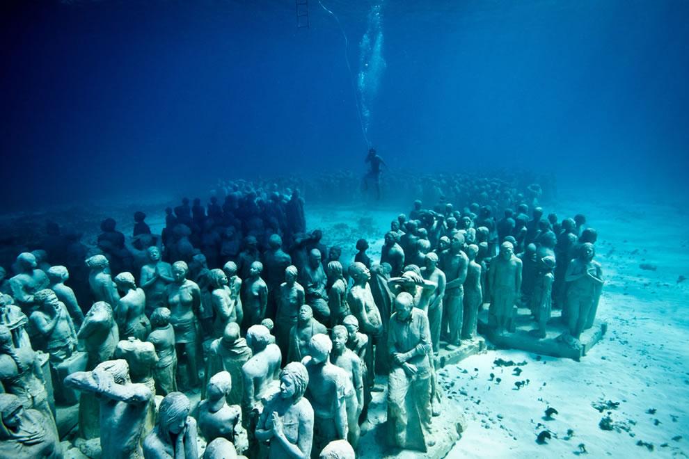 Silent evolution underwater sculpture