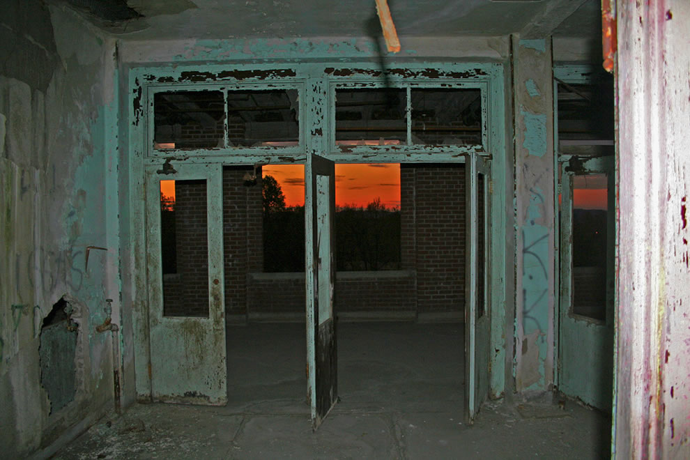 Sunset at Waverly Hills abandoned tuberculosis santorium
