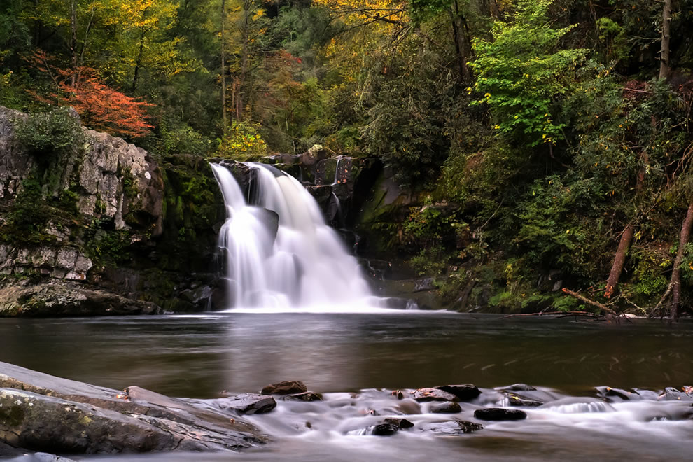 Abrams Falls in Cades Cove in the Great Smoky Mountains NP