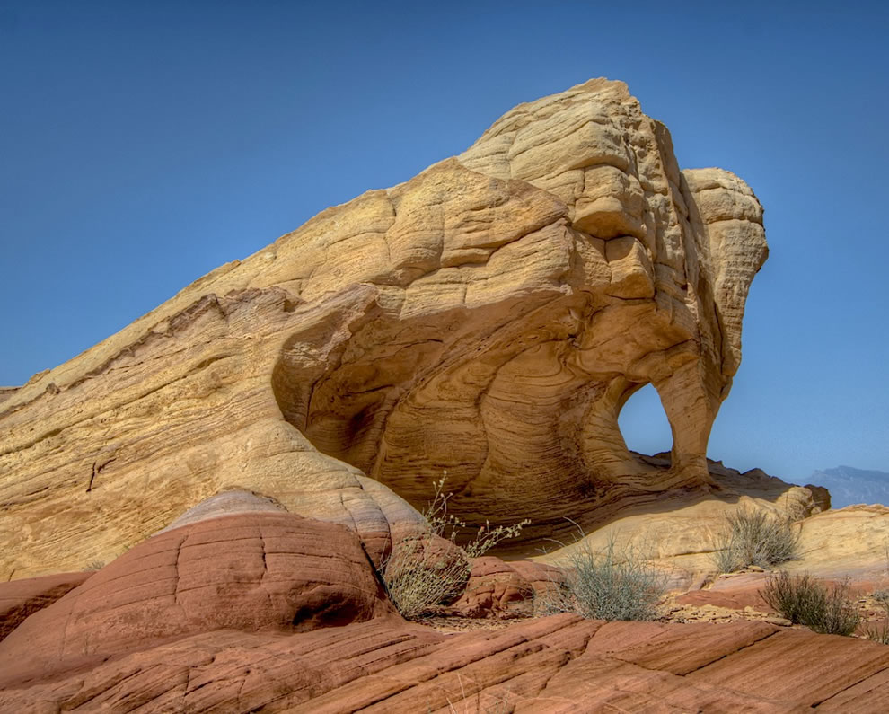 Fire Canyon Arch in the Valley of Fire