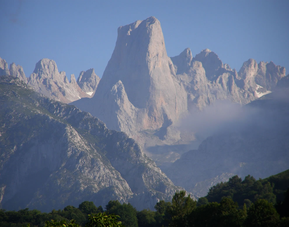 Peaks of Europe,  Picu Uriellu, Naranjo de Bulnes