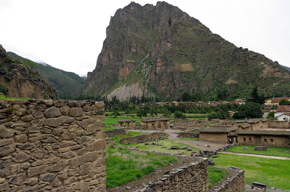 Sacred Valley, Ollantaytambo, mountain Inca archaeological site