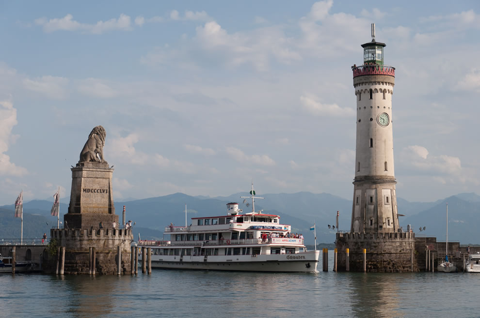 Harbor entrance with Bavarian Lion, the New Lighthouse and the Schwaben in Lindau (Lake Constance, Germany)