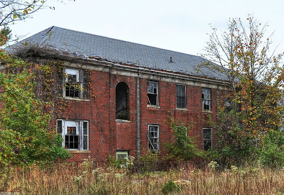 This is the building with the epic luggage shot in it abandoned asylum Forest Haven