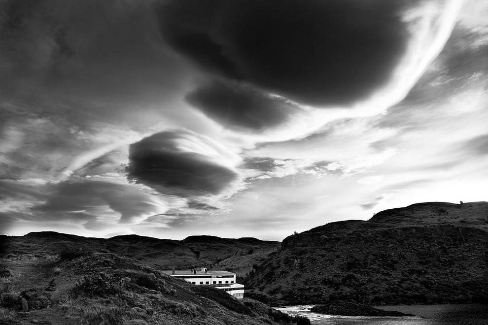 UFO, or Lenticular, clouds