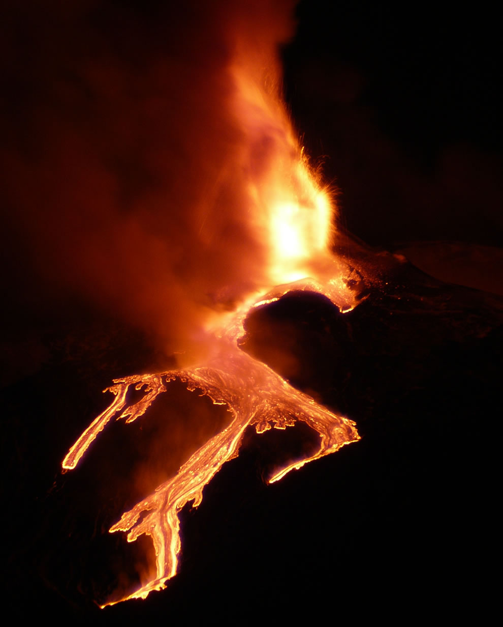 Eye of Sauron above the Etna eruption in Jan 2011