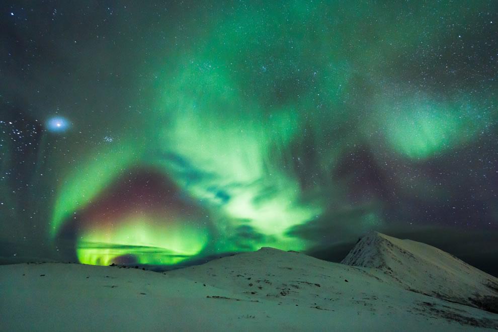 Northern Lights shaped like Space Portal