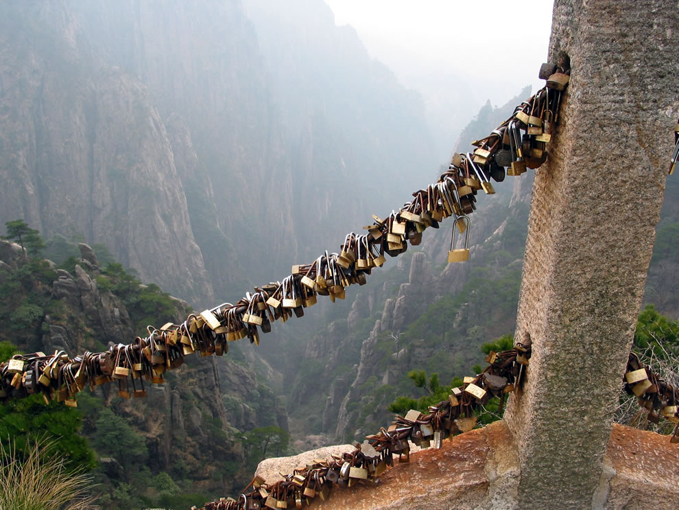 Love locks sealed on scenic path up Mount Huangshan in China