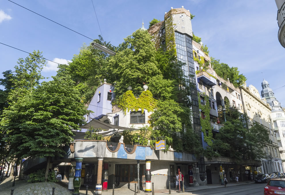 It's alive, Hundertwasserhaus House in Vienna