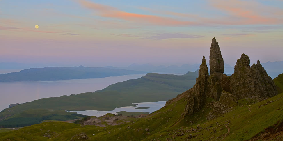 Moonrise over old man of Storr